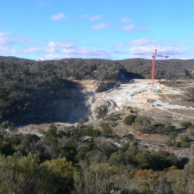 Overview from the road leading up to the lookout carpark. Construction is all on the left side of the wall.
