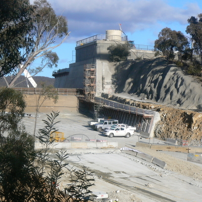 Closer look at the upper areas of the spillway from the non-carpark side of the dam